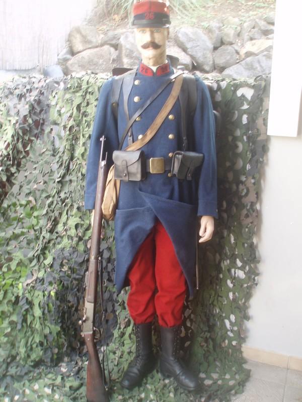 Le soldat français en képi et pantalon rouges en 1914